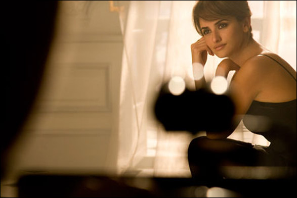 penelope cruz face of lanc me tr sor twisted lifestyle. Black Bedroom Furniture Sets. Home Design Ideas